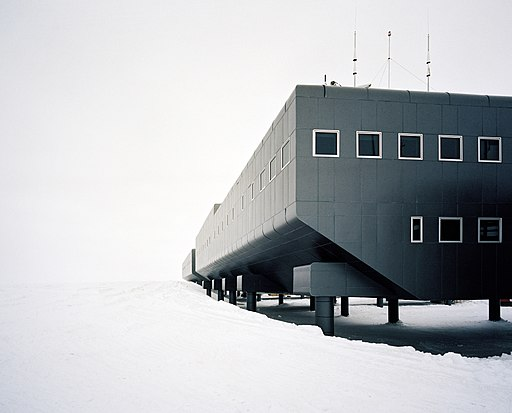 Amundsen–Scott_South_Pole_Station.jpg