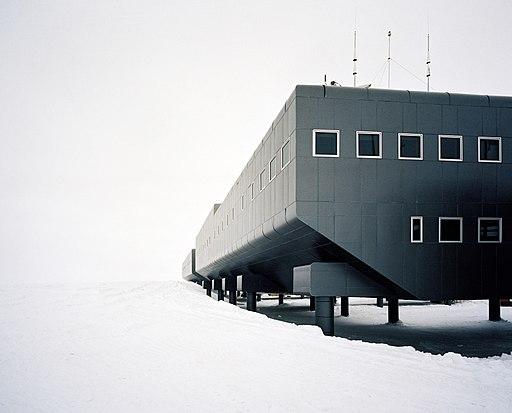Amundsen–Scott_South_Pole_Station.jpg